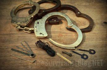 handcuffs keys kevlar ratchet